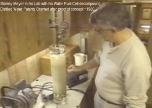 Stanley Meyer provando su celda en su laboratorio.