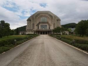El Goetheanum en Dornach, Suiza. Sede de la sociedad antroposófica que sigue el legado de Steiner y Goethe.