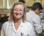 La bioquímica María Linder.