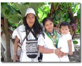 Una familia Arhuaca habitantes del norte de Colombia. Una tribu tradicional y matriarcal.
