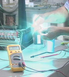 Condensador cortocircuitando energía longitudinal eléctrica desconocida. El resultado es frío, dielectricidad, color azulado y una implosión. La Tierra es un gran reservorio de esta energía vital, que la Torre Wanderclyffe extraía y mandaba a cualquier punto del planeta.