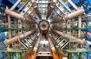 """El colisionador de hadrones en el CERN. Una forma bruta y vasta propia del hombre occidental de """"acceder"""" a los estados de la materia, en meras abstracciones matemáticas sin fundamento."""