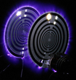 Electricidad longitudinal emergiendo de un Oscilador de Ondas Múltiples de Lakhovsky.