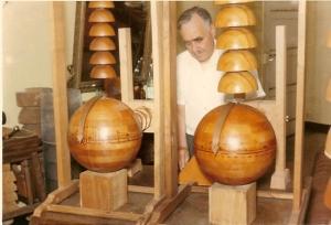 Bomba C30 o péndulo hecho de varias semiesferas de Belizal.
