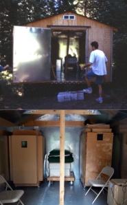 Acumuladores de orgón de 13 y 25 capas de James DeMeo en el interior de una cámara oscura orgonizada.