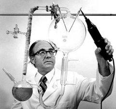 El experimento sobre el origen de la vida o biogénesis primaria de Stanley Miller y Harold C. Urey.
