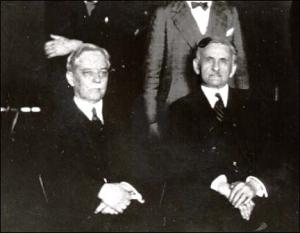 Dayton Miller a la izquierda y MIchelson a la derecha. Partidario y detractor de la existencia del éter.