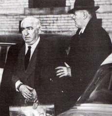 Clamorosa imagen de la detención de Wilhelm Reich.