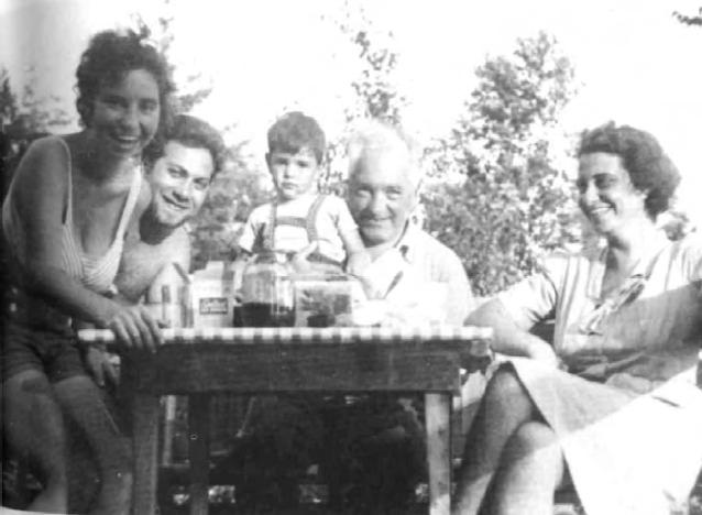 Eva Reich, Jerome Siskind, Peter Reich, Wilhelm Reich, Ilse Ollendorff en Maine. Ref; America Odissey Pag 231.