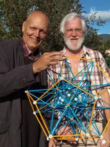 El autor junto a Dan Winter, durante la visita que le realizé el pasado 6 y 7 de octubre de 2018 a su domicilio de Ria-Sirach en el Conflent, Francia.